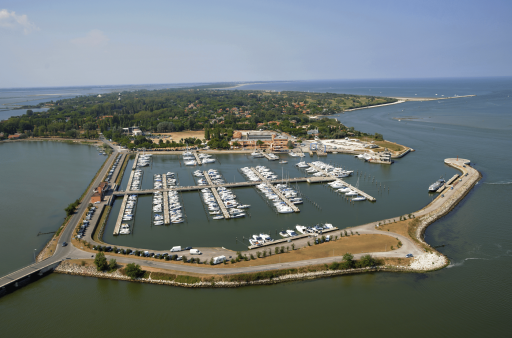 Anchorages and marinas in Veneto