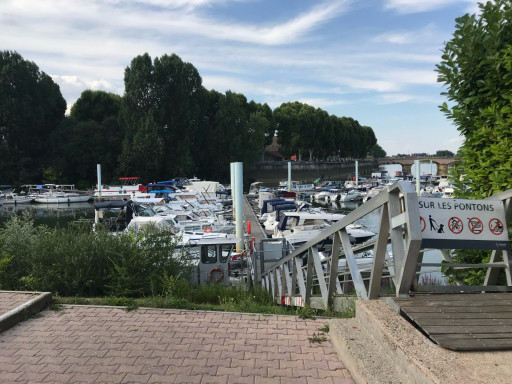 Anchorages and marinas in Bourgogne-Franche-Comté