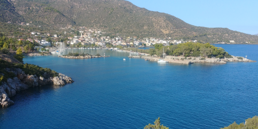Anchorages and marinas in Nisi