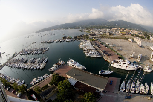 Anchorages and marinas in tuscany