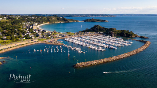 Anchorages and marinas in Brittany