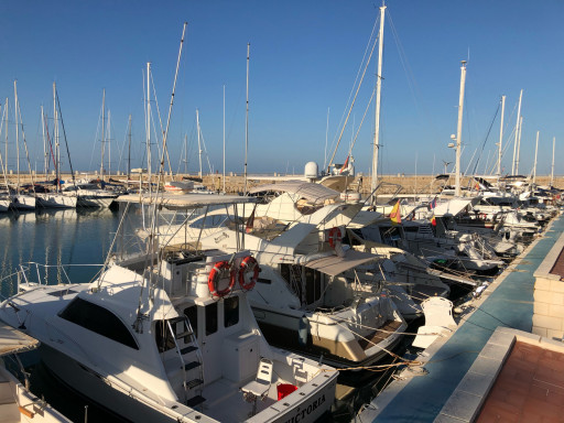 Anchorages and marinas in Valence