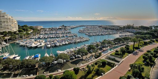 Anchorages and marinas in France