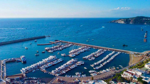 Anchorages and marinas in Campania