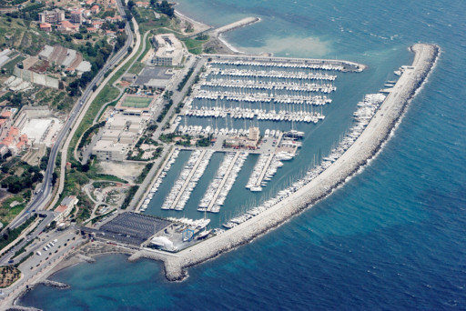 Anchorages and marinas in Liguria